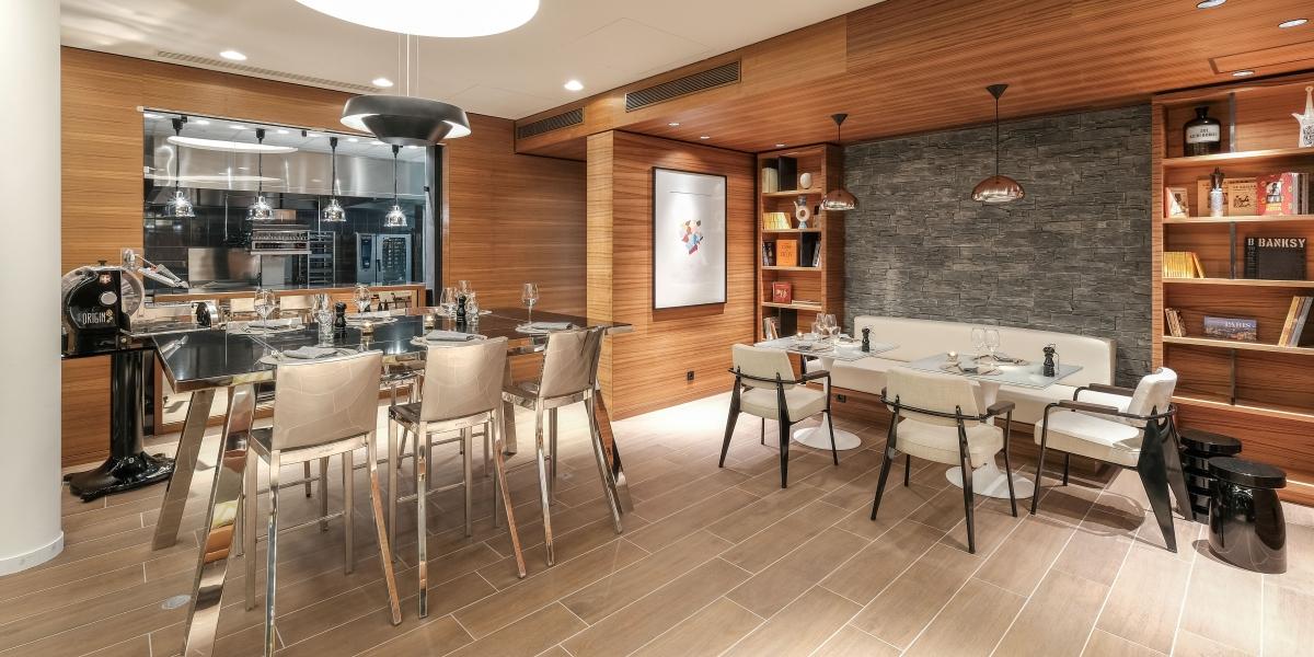the new renaissance paris republique hotel. Black Bedroom Furniture Sets. Home Design Ideas